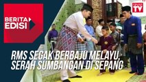 RMS segak berbaju Melayu, serah sumbangan di Sepang