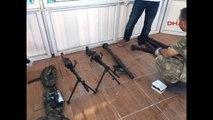 Başkale'deki Bir Kamyonette Çok Sayıda Silah ve Mühimmat Ele Geçirildi