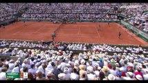 Rafael Nadal gagne Roland-Garros 2017 : Quand un spectateur encourage Roger Federer en plein match (Vidéo)