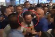 L'accueil fou des ultras de Fenerbahçe pour Mathieu Valbuena à son arrivée à l'aéroport !