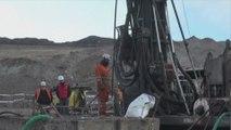 Continúan labores de rescate de dos mineros chilenos atrapados hace 5 días