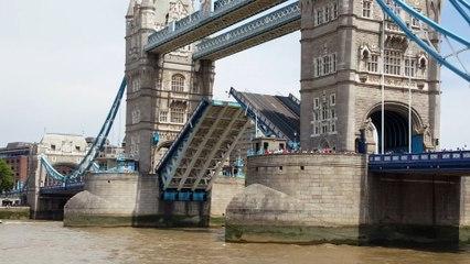 London Tower Bridge opening and closing