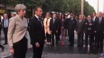 Emmanuel Macron et Theresa May sortent de France-Angleterre pour rendre hommage aux victimes des attentats (vidéo)