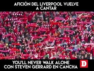 Afición del Liverpool vuelve a cantar You'll Never Walk Alone con Steven Gerrard en cancha.
