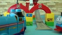 Wooden Train Thomas toy MEGA BLOKS Thomas & Gordon Sodor Speed Railwa