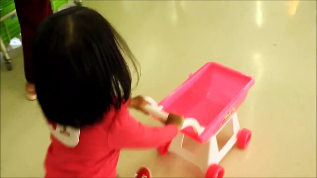 Baby Doing Grocery Shopping at Supermarket with Toy Shopping Cart - Donna The Explo