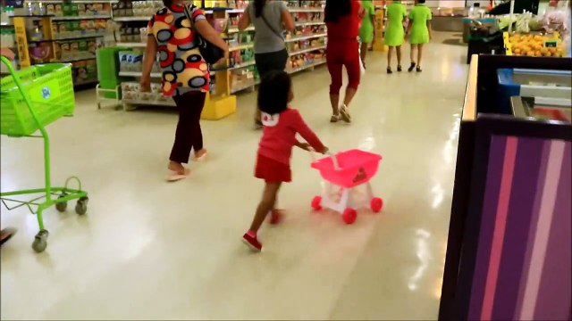 Baby Doing Grocery Shopping at Supermarket with Toy Shopping Cart - Donna The Ex