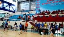 Play badminton in Hanoi, Vietnam - Thi đấu Cầu lông tại Hà Nội