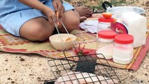 Beautiful girl Roasted big fish with banana Bark Roasted Fish Recipe How to Roasted Delicious #207