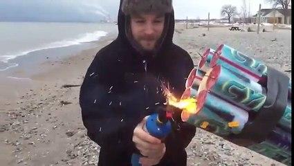 Realizza un incredibile cannone di fuochi d'artificio e festeggia così. Fenomenale!