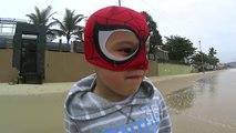 Et plage et et homme n / A ne dans aucun sur parc Araign? e le le le le la plage Spiderman aire de jeux ビ ー チ と 公園 の 蜘蛛 の 男