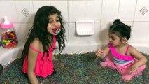 Bébé mal bain désordonné maman hors hors fête Tiana orbeez spa explosion freaks