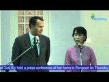 Poland's FM Radoslaw Sikorski and Daw Aung San Suu Kyi hold a press conference