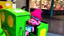 Little Girl Shopping With Trolls Poppy   Shopping / Play Center for Kids
