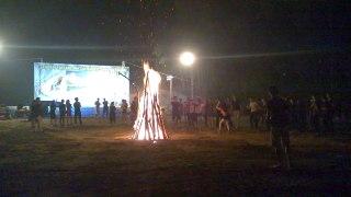 Funny campfire dancing in Vietnam Nhảy múa cự
