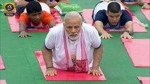 Inde: Modi se met au yoga pour la Journée internationale