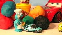 Jouer des voitures des œufs avec le biscuit monstre et citrons caché dans jouer