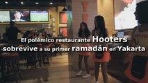 Hooters sobrevive a su primer ramadán en Yakarta con algunos ajustes legales y estéticos