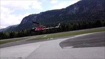 Un hélicoptère atterrit trop près d'un bâtiment