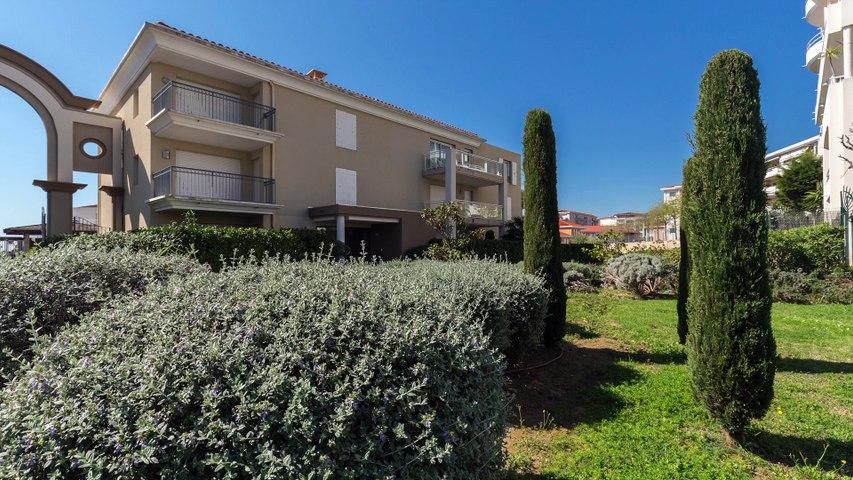 A VENDRE Appartement de 80 m² à Antibes 06600 - Piscine et Accès Mer