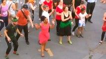David Pujadas danse à la fête de la musique (Paris)