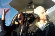 Il fait une sale surprise à sa copine en simulant un problème dans l'avion qu'il pilote
