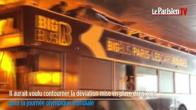Paris : les images du bus de touristes encastré dans le tunnel
