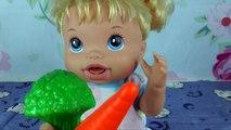 Pour jouets de Baby Doll elayv verser matin, nous laver la bouilloire que nous mangeons changer les couches