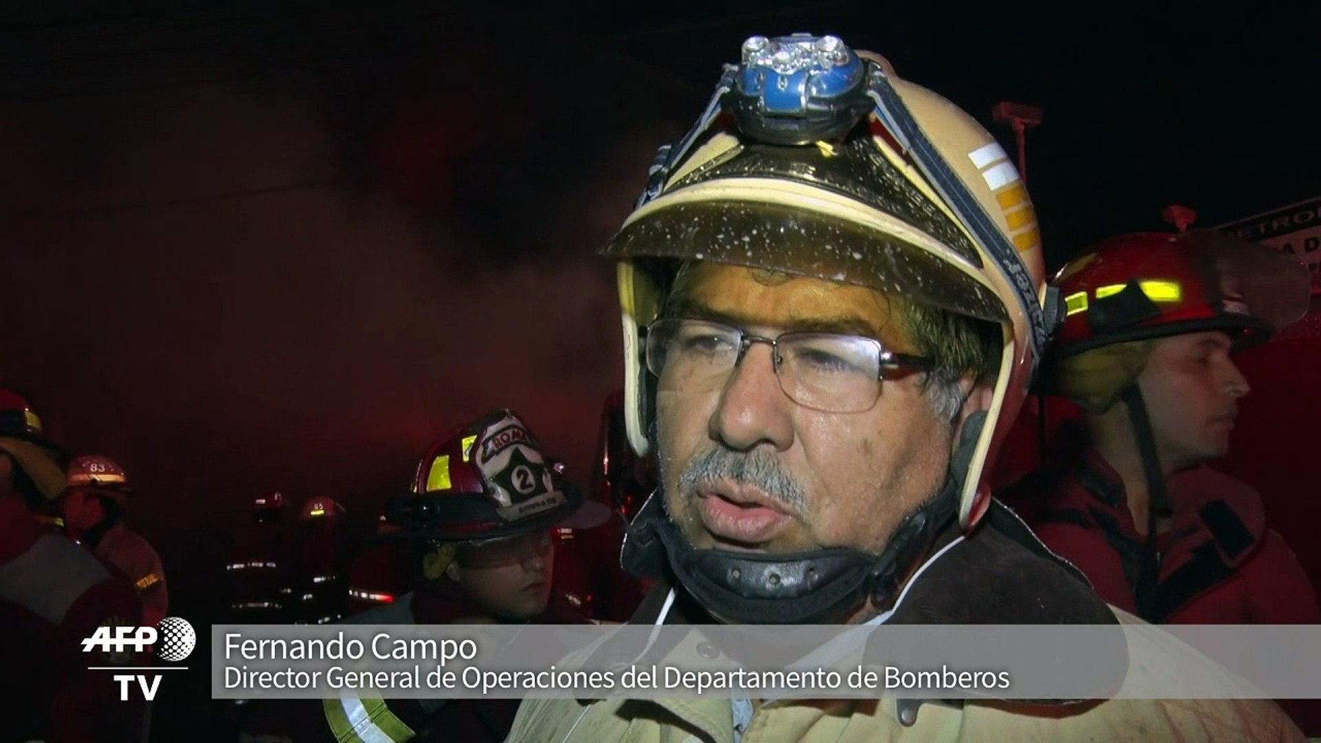 Cuatro desaparecidos y ocho heridos por voraz incendio en Lima