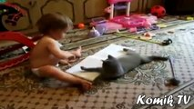 Birlikte Oynamak Komik Kediler Ve Bebekler _ En Komik Bebekler