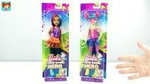 Vidéo japper Barbie jouet héros de jeu mis en déballer de nouveaux jouets de films Barbie