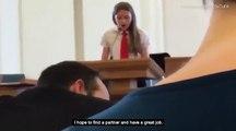 Cette adolescente avoue qu'elle est lesbienne en plein discours mais ça ne va pas trop plaire...