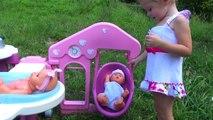 En video Niños para Jugar a las muñecas nuevas series de la muñeca de juegos Born niñas juguetes nuevos