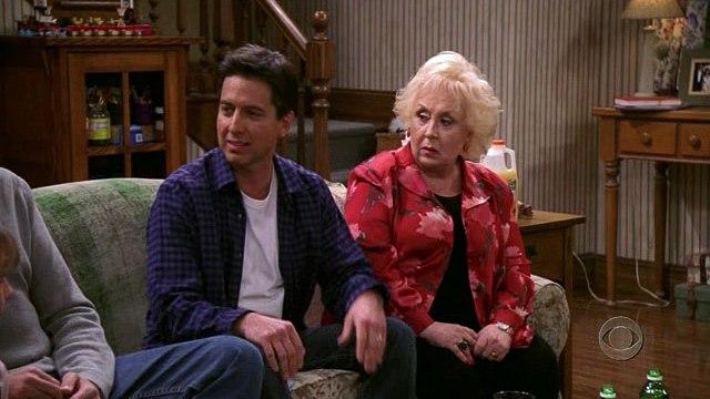 Everybody Loves Raymond - 08x11 - Debra At The Lodge