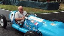 Michel Labarde au volant de sa voiture de course