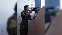 Une snipper échappe de justesse à une balle de Daesh
