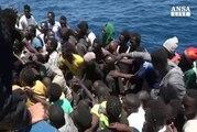 Altri duemila migranti salvati dalla Guardia Costiera