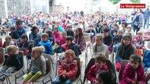 Quimper. Bugaleaj Kerne : les enfants chantent et jouent en breton