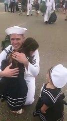Reacción de marino por embarazo de esposa