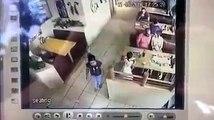 Dél-Afrika - Gyereklopás az étteremben , az apa észre vette és az emberrabló után ment