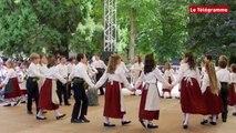 Guingamp. Bugale Breizh : un défilé de danses bretonnes