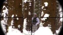 Dans des montagnes tireur délite neige le le le le la piégé