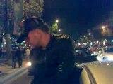 Cracke moi un fumi sur les Champs Elysées