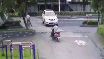 Ce cycliste est l'homme le plus chanceux du monde... Accident de DINGUE