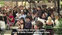 La Tour Eiffel entre dans le Grand Palais pour le défilé Chanel