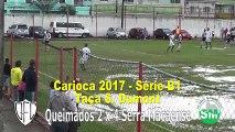 Árbitro hace jugar partido en un campo en pesimas condiciones en Brasil