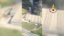 Ora News – Zjarr afër Romës, shikoni renë e madhe të tymit parë nga helikopteri