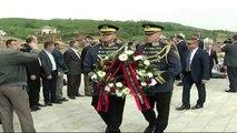 Nishani në Kosovë, homazhe në varrin e Ibrahim Rrugovës - Top Channel Albania - News - Lajme