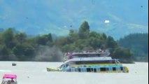 Barco lleno de turistas se hunde en Colombia