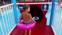Diapositives pour enfants dans eau parc avec gros léléphant drôle vidéo de enfants jouets Canal